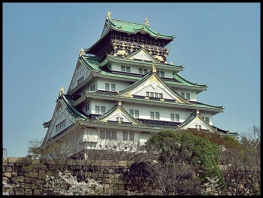 800px-Osaka_Castle_Nishinomaru_Garden_April_2005