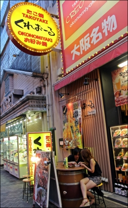 En este establecimiento sirven okonomiyaki y takoyaki