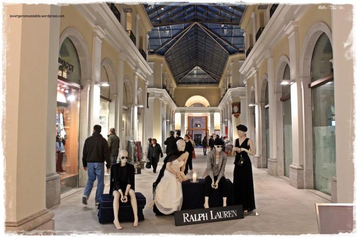 Interior de la Galleria Tergesteo