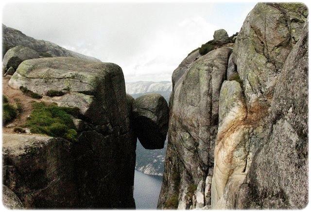 Kjeragbolten_Norway