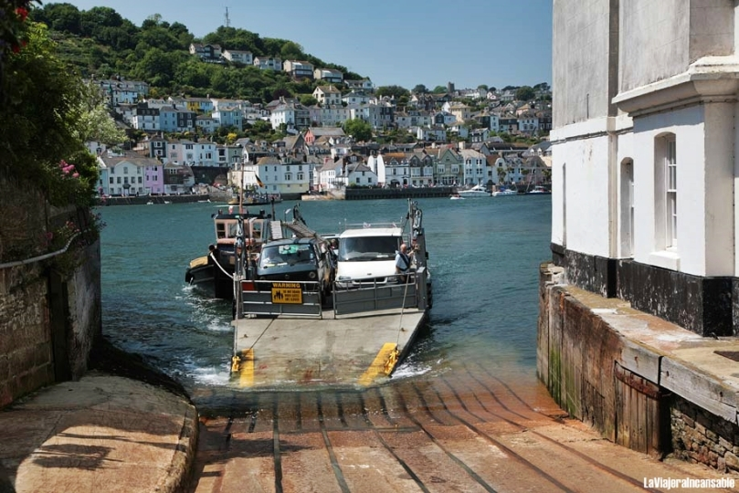 kingswear-ferry-arriving_takes less than 5 minutes