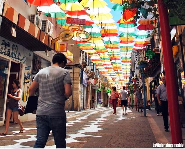 Los-colores-de-los-paraguas-de-Valdepeñas-rendirán-homenaje-este-verano-a-Europa